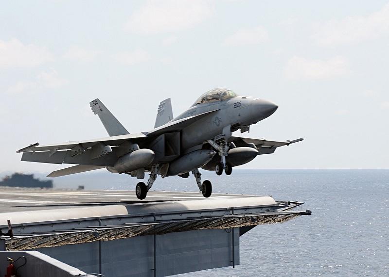 aircraft-800823_1280